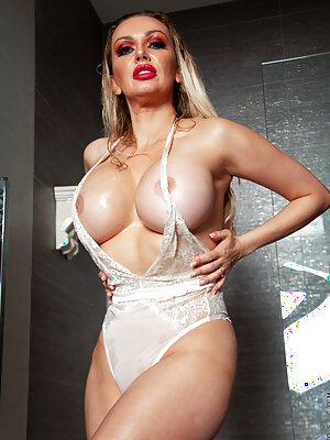 Big Boobs MILF Amber Jayne in the Shower