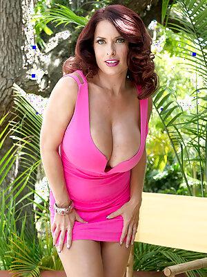Big Boobs Wife Goldie Blair