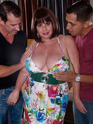 Busty Kris Kelly Threesome